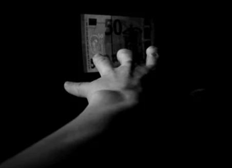 日本の宝くじって、当たっても数億円。すぐ使いきるし、今のマインドじゃ退職するのは危ない 宝くじの高額当選:金銭面のリスク