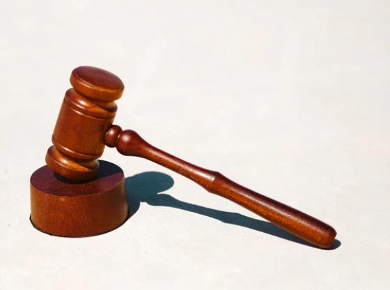 公務員が金品を受け取れないことは法律と規程で決まっている