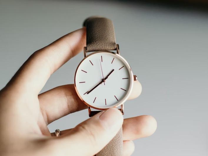 公務員の女性におすすめな腕時計は?選び方やブランドを紹介
